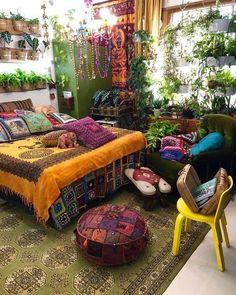 Bohemian Style Ideas For Bedroom Decor Design Indie Room Decor, Bohemian Bedroom Decor, Aesthetic Room Decor, Vintage Hippie Bedroom, Chill Room, Cozy Room, Room Design Bedroom, Room Ideas Bedroom, Bedroom Inspo