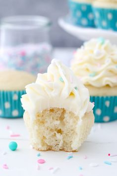 This is a homemade Moist Vanilla Cupcake recipe using oil instead of butter to produce a dense and sponge-like cupcake.Only 10 minutes of prep time! Quick Cupcake Recipe, Best Vanilla Cupcake Recipe, Homemade Vanilla Cupcakes, Vanilla Frosting Recipes, Moist Vanilla Cupcakes, Easy Cupcake Recipes, Easy Homemade Recipes, Vanilla Buttercream, Buttercream Frosting