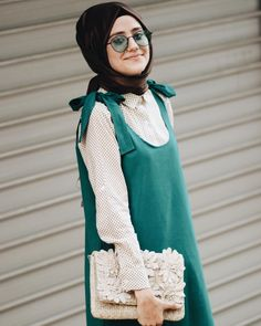 Jilemin color çok dear my sister Blue .limon have done very nice 😍 From fashion week coverage and t Abaya Mode, Mode Hijab, Teen Fashion Outfits, Fashion Models, Fashion Dresses, Cute Dresses For Teens, Nice Dresses, Abaya Fashion, Kimono Fashion