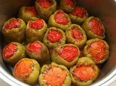 Fırınlanmış Zeytinyağlı Biber Dolması - Fügen Büke #yemekmutfak Vegetable Recipes, Vegetarian Recipes, Cooking Recipes, Greek Cooking, Cooking Time, No Gluten Diet, Turkish Kitchen, Food Concept, Iftar
