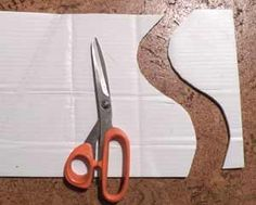 using scissors to cut corrugated plastic, and other tips Woodworking Guide, Custom Woodworking, Corrugated Plastic Sheets, Coroplast Signs, Pearl Crafts, Plastic Board, Diy Cutting Board, Diy Signs, Scissors