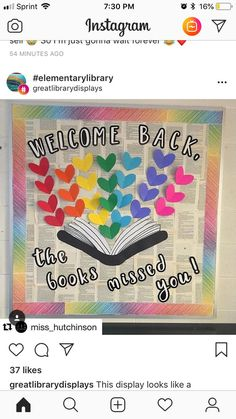 Teaching and Tapas: Grade in Spain Back to school bulletin board School Library Decor, School Library Displays, Middle School Libraries, Elementary School Library, Library Themes, Library Activities, School Display Boards, Elementary Library Decorations, Library Ideas