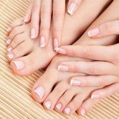7 STEPS TO GET SHINY NAILS WITHOUT NAIL POLISH