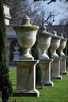 Chiswick House / Stone Urns by George Rex, via Flickr <~ by William Kent