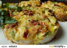 Zapečená hermelínová bageta recept - TopRecepty.cz Baked Potato, Sandwiches, Potatoes, Baking, Halloween, Ethnic Recipes, Food, Potato, Bakken