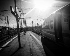 Auf dem Weg ... zu meinem Ziel ... Die Zeit im Zug werd ich für den allerletzten Feinschliff an meinem Buch nutzen. Fast ist es geschafft. WOW - ich kann's kaum glauben - in wenigen Tagen ist es soweit und mein Buch erscheint. Ich freue mich so sehr darauf - natürlich freu ich mich auch mein heutiges Ziel zu erreichen: heute morgen gings nach Frankfurt hier war ich nun den ganzen Tag und jetzt geht's zurück in mein geliebtes München mein Zuhause   On my way ... To my target ... I will use…