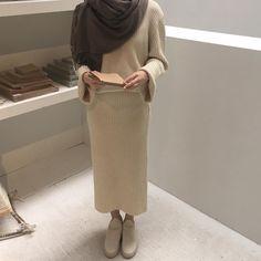 ✨still atop a canopy Modesty Fashion, Hijab Fashion, Fashion Art, Fashion Outfits, Womens Fashion, Simple Style, Cool Style, Celine, Korea Fashion