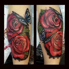 http://www.tatuajeshd.es/index.php/galeria-de-tatuajes/naturaleza/rosas-y-mariposas-66