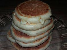 Turte de casă cu brânză de oaie Pancakes, Sandwiches, Breakfast, Food, Morning Coffee, Essen, Pancake, Meals, Paninis