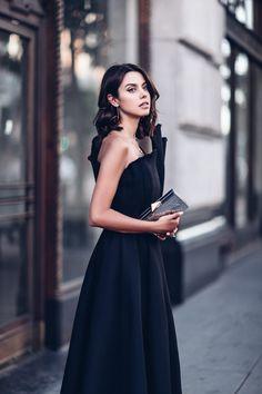 Los expertos en moda siempre recomiendan que ante la duda, en un evento nocturno, nos pongamos un vestido negro. La consecuencia: que llega Nochevieja y toda...
