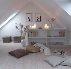 fr The post Cocoroca.fr appeared first on schlafzimmer ideen dachschrge – Cocoroca. Attic Renovation, Attic Remodel, Small Loft Spaces, Loft Room, Attic Rooms, Interior Decorating, Interior Design, First Home, My New Room