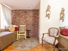 Exposed brick walls add flair to #NYC life. http://www.nyhabitat.com/new-york-apartment/vacation/14801