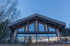 façade vitrée illuminée - chalet-dag par Chevalier Architectes - Chamonix, France