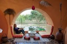 Dining cove with a big window Cob House Plans, Earth Bag Homes, Earthship Home, Recycled House, Mud House, Southwestern Home, Adobe House, Tadelakt, Natural Homes