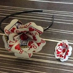 Poker Card Flower Hair Clip/Pin : 11 Steps (with Pictures) - Instructables Flower Hair Clips, Flowers In Hair, Kwanzaa, Fète Casino, Casino Night, Casino Party, Carnaval Costume, Playing Card Crafts, Queen Of Hearts Costume