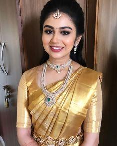 Bridal Sarees South Indian, South Indian Bridal Jewellery, Bridal Silk Saree, Indian Bridal Outfits, Indian Jewelry, Desi Wedding Dresses, Saree Wedding, Wedding Bride, Engagement Saree