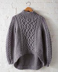 Серый пуловер спицами с асимметричным низом. Стильный пуловер спицами схема и описание