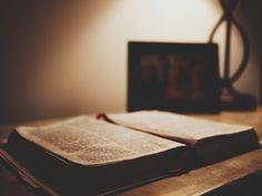 """A Voz de Deus #voz #Deus #igreja """"Aquele que tem ouvidos ouça o que o Espírito diz às igrejas."""" Apc 3:6        Uma pergunta que assombra a muitos cristãos contemp..."""
