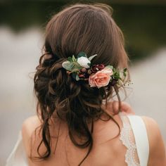 Are you interested in our Bridal Flower Hair Comb? With our Bridesmaid Hair Accessory you need look no further. #WeddingCrowns