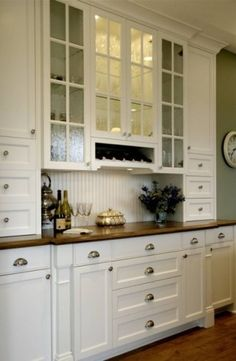 Love the glass cabinet doors...replacing a few cupboard doors with glass ones could change the whole look of a kitchen.