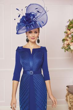 Veni Infantino is an internationally recognised designer who creates beautiful mother of the bride & evening dresses & gowns. Mother Of The Bride Suits, Mother Of Bride Outfits, Mother Of Groom Dresses, Bride Dresses, Wedding Outfits For Women, Derby Outfits, Grey Prom Dress, Designer Wedding Dresses, Dress Wedding