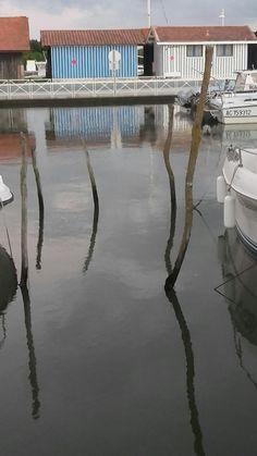 Reflets à marée haute au port D'Audenge . 33.