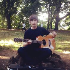 Stalked by #Belgian #karatekids. #acousticguitar #busking #parklife2015
