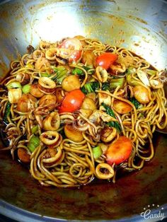 Cara Masak Mi Goreng Basah Paling Sedap. - RASA Mi Goreng Recipe, Yummy Snacks, Yummy Food, My Favorite Food, Favorite Recipes, Food Network Recipes, Cooking Recipes, Yummy Noodles, Malay Food
