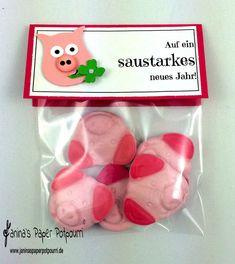 """lustiges Mitbringsel als kleine Aufmerksamkeit zu Sylvester und Neujahr . Verpackung enthält 35g """"Schaumzucker/Fruchtgummi Schweine"""". Handgefertigt mit hochwertigem Materialien von Stampin' Up!"""