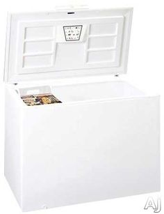 Summit SCFR150 15.5 cu. ft. Chest Refrigerator with Forced Air Cooling, Basket, Front Lock, Electronic Thermostat and Approved for Commercial Use