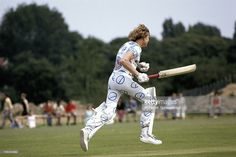 James Hunt plays a cricket match, British Grand Prix Brands Hatch 1974, Brands Hatch, United Kingdom, 20 July 1974.