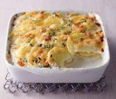 Kartoffelgratin: Für Kartoffelgratin werden feine Kartoffelscheiben im Ofen überbacken, sodass eine zarte Kruste entsteht.