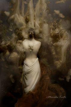 Entrance to a secret world | Mariska Karto