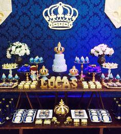 Aluguel de decoração personalizada.  Montamos e desmontamos a decoração no local desejado.  Trabalhamos com decoração e muitos outros itens para completar o seu evento.  Entre em contato e faça um orçamento.    Atendemos somente um evento por dia por isso nao deixe de garantir sua vaga.    Produz... Prince Birthday Party, First Birthday Party Themes, Prince Party, Queen Birthday, Birthday Favors, Baby Birthday, Baby Shower Parties, Baby Shower Themes, Baby Boy Shower