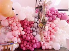 Balloon Backdrop, Baby Shower Backdrop, Balloon Garland, The Balloon, Balloon Decorations, Baby Shower Cakes, Balloons, Hen Night Ideas, Balloon Arrangements