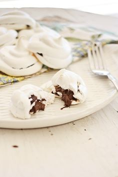 Lightly and sweet Nutella Meringue. Every bite is filled with thick gooey Nutella. Easy Nutella Meringue recipe that everyone can make at home | rasamalaysia.com