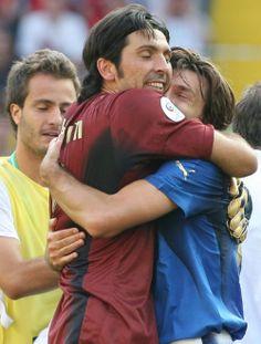 Italy's goalie Gianluigi Buffon hugs teammate Andrea Pirlo Andrea Pirlo, Football Love, Best Football Team, Soccer Pictures, Soccer Pics, Man Hug, Italy Soccer, Ballet, Living Legends