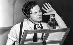 Orson Welles recording War of The Worlds live frightening the nation (1938)
