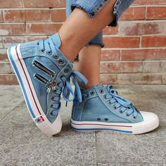 Skirt And Sneakers, Sneakers Mode, Sneakers Fashion, Shoes Sneakers, Cropped Jeans, High Tops, Women's Lace Up Boots, Denim Sandals, Warm Boots