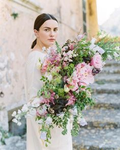 """Polubienia: 1,331, komentarze: 14 – Katie Davis (@ponderosa_and_thyme) na Instagramie: """"I'm SO excited to teach about how to use big fluffy peonies in big bridal bouquets at our farm to…"""""""