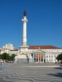 Praça de D. Pedro IV - Rossio - Lisboa A Praça de D. Pedro IV, mais conhecida por Rossio (na grafia antiga Rocio), é uma praça da Baixa de Lisboa, tem constituído um dos centros nevrálgicos da cidade.