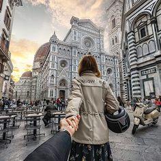 #followmeto the streets of Florence with @natalyosmann. Il Duomo di Firenze is one of the most beautiful Cathedrals we have seen located in one of the most romantic and beautiful cities. #peutereyxvespa #следуйзамной по улицам Флоренции. Собор Санта Мария дель Фьоре - пожалуй, один из самых красивых, который мы видели.