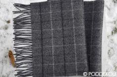 VLNENÝ ŠÁL KOCKA TMAVOSIVÝ Wool Scarf, Shag Rug, Scarves, Rugs, Shaggy Rug, Scarfs, Farmhouse Rugs, Blankets, Rug