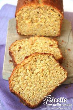 Un plumcake ideale per la colazione fatto con farina integrale, profumato con le carote e reso croccante dalla presenza delle nocciole. Da provare!