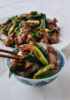 This scallion beef stir-fry is a quick and easy recipe that you& make over and over again. Crispy beef and seared scallions are a perfect beef stir-fry served over steamed rice. Wok Recipes, Asian Recipes, Dinner Recipes, Cooking Recipes, Healthy Recipes, Kimchi, Crispy Beef, Beef Stir Fry, Asian Cooking