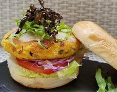 Aprende a preparar hamburguesas vegetarianas de quinoa, mijo y vegetales con esta rica y fácil receta. El mijo y la quinoa todavía son unos desconocidos en las...