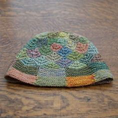 I would love a hat pattern in either knit or crochet for this cute hat! Sophie Digqard ~ Chapeau+Jardin This hat has been hand crocheted / knitted with the finest merino wool. Jardin translates to garden, perfect for a spring outing. Yarn Projects, Knitting Projects, Crochet Projects, Knitting Patterns, Crochet Patterns, Crochet Beanie, Knitted Hats, Crochet Hats, Hand Crochet