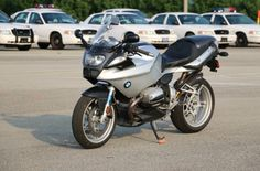 BMW r1100s -Ohlins, carbon package including intake, fairings, hugger. led turn signal lenses, 6000k HID low, 3500k HID hi. Wunderlich levers, wind shield, Titanium exhaust, fuel chip. injected. OURY grips.