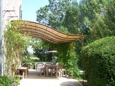 Arbor and kiosks Although ancient throughout notion, the particular pergola is enduring somewhat of a Pergola D'angle, Corner Pergola, Pergola Shade, Pergola Plans, Gazebo, Pergola Attached To House, Outdoor Living, Outdoor Decor, Patio Roof