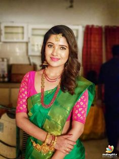 In a dark green color saree, pink color elbow length sleeve blouse design and necklace Bridal Silk Saree, Saree Wedding, Silk Sarees, Fancy Sarees, Saris, Work Fashion, Fashion Advice, Women's Fashion, Actress Pics